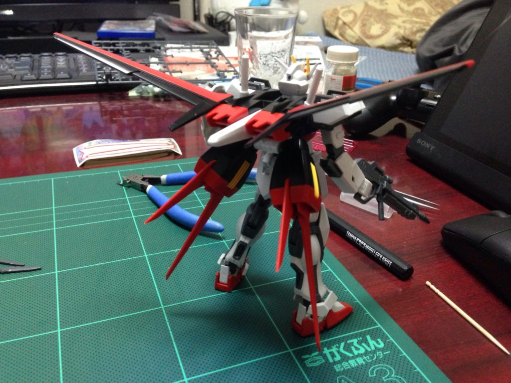HGCE 1/144 GAT-X105+AQM/E-X01 エールストライクガンダム 背面