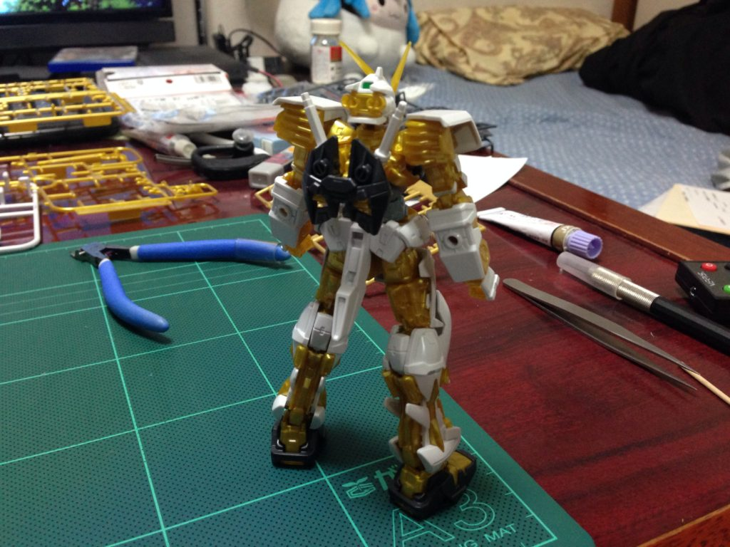 HG(HGCE) 1/144 ガンダムアストレイ ゴールドフレーム 背面