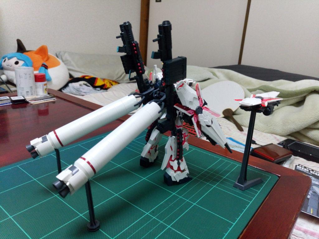 HGUC 1/144 フルアーマー・ユニコーンガンダム(デストロイモード/レッドカラーVer.) 背面