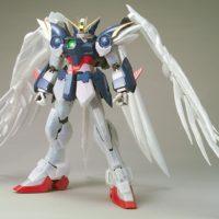 PG 1/60 XXXG-00W0 ウイングガンダムゼロ(EW版)パールミラーコーティングVer. [Wing Gundam Zero Custom (Pearl Mirror Coating Ver.)] 公式画像1