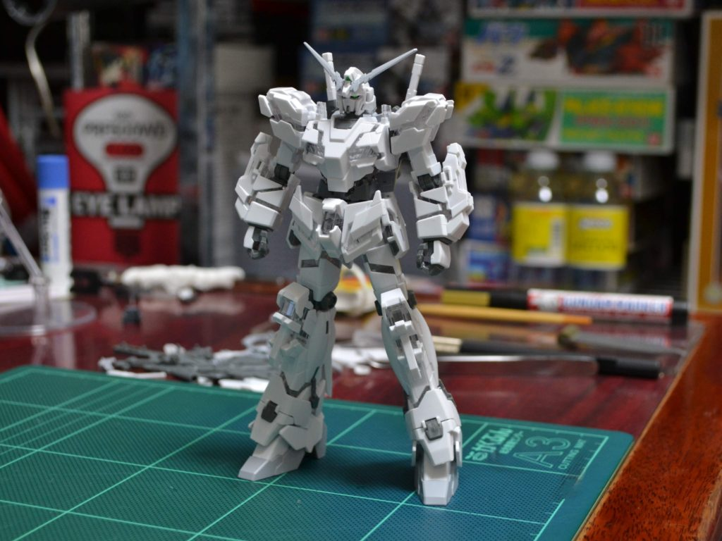 HG 1/144 RX-0 ユニコーンガンダム(デストロイモード) [ペインティングモデル] 正面