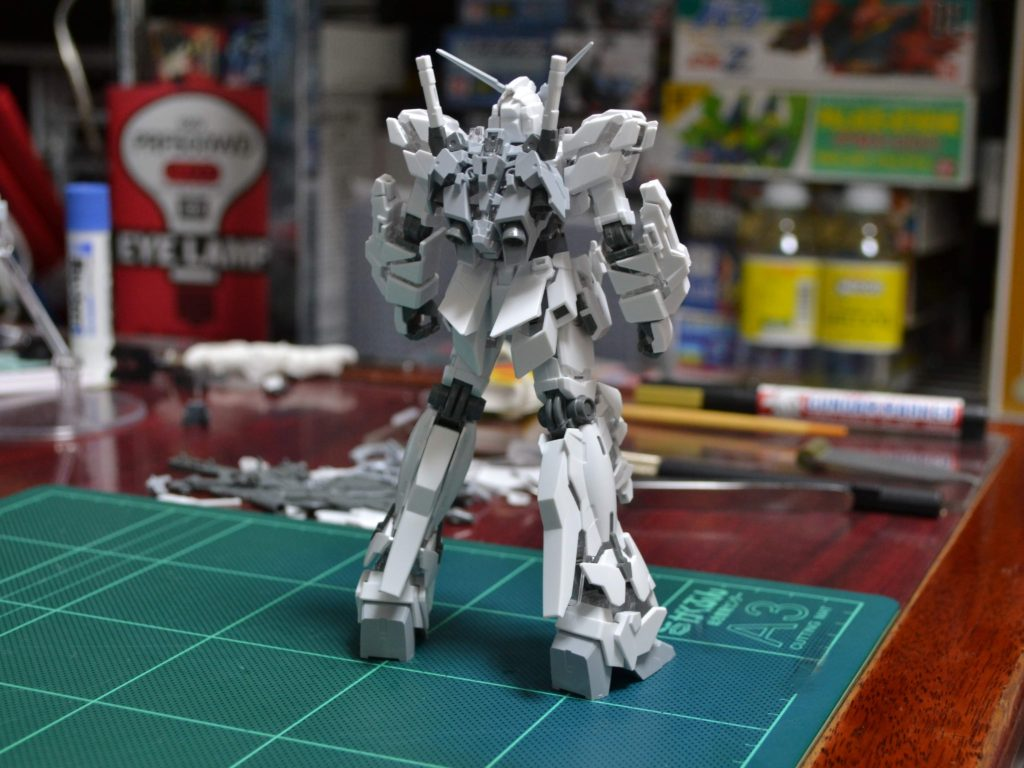 HG 1/144 RX-0 ユニコーンガンダム(デストロイモード) [ペインティングモデル] 背面