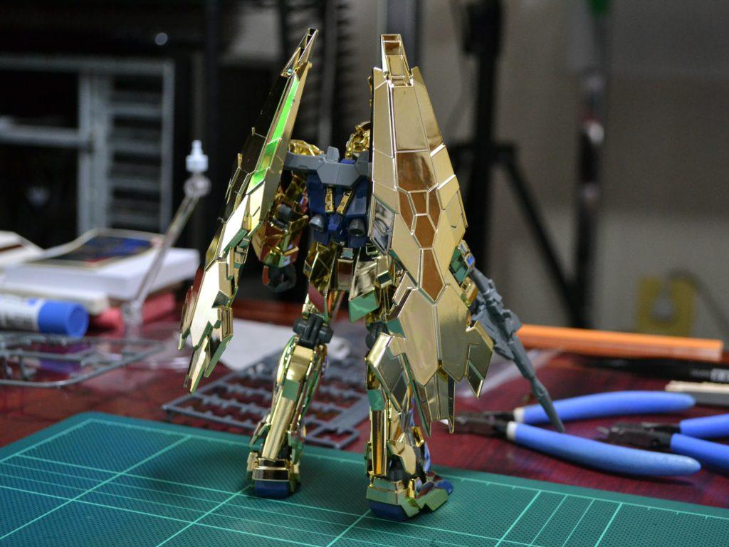 HGUC 1/144 ユニコーンガンダム3号機 フェネクス(UNモード)ゴールドコーティングVer. 背面