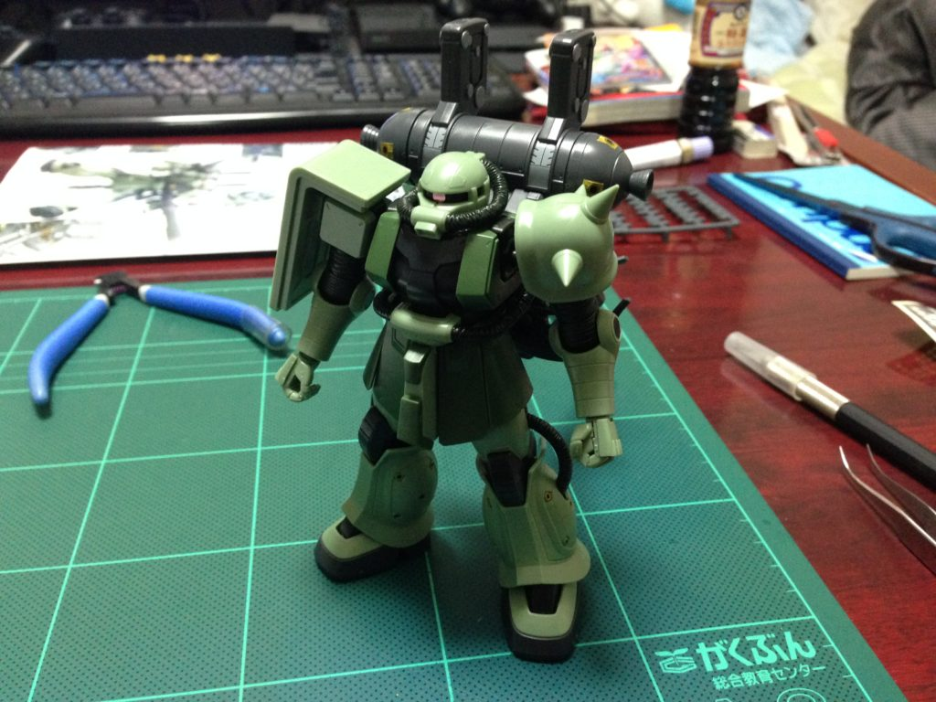 HG 1/144 MS-06 量産型ザク+ビッグ・ガン(ガンダム サンダーボルト版) [Zaku II & Big Gun (Thunderbolt Manga Ver.)] 正面