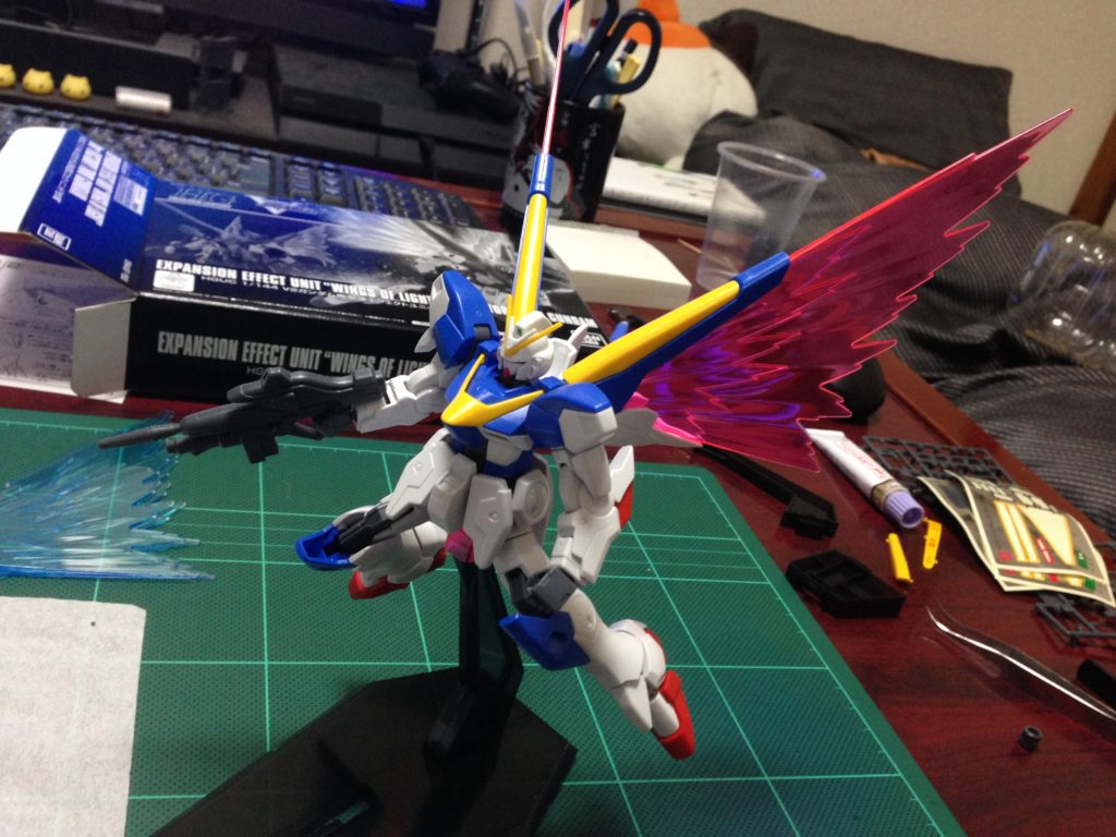 """HGUC 1/144 V2ガンダム用拡張エフェクトユニット""""光の翼"""" [Expansion Effect Unit """"Wings of Light"""" for Victory Two Gundam] 正面"""
