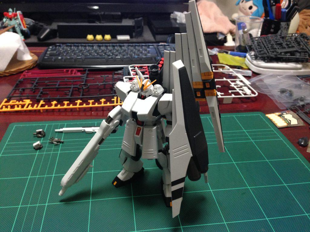 HGUC 1/144 FA-93HWS νガンダム(ヘビー・ウエポン・システム装備型)[ν Gundam HWS] 正面