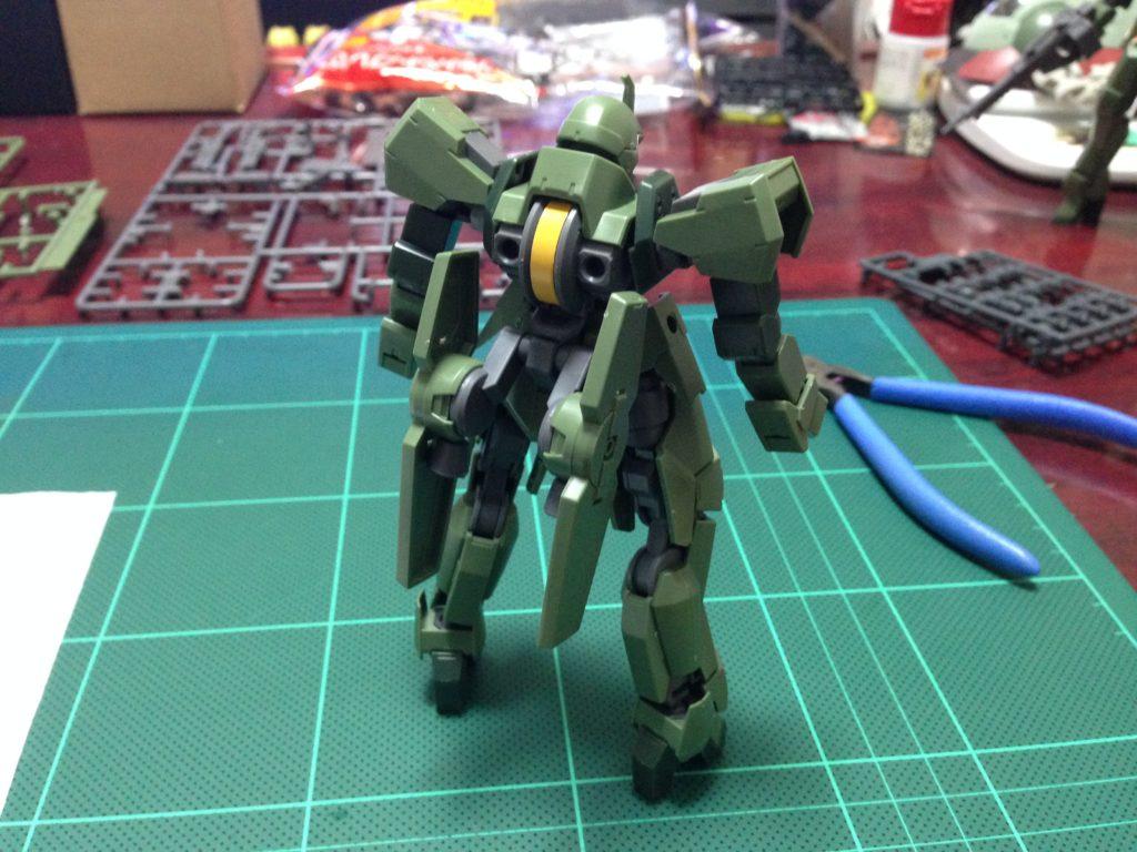 HG 1/144 EB-06 グレイズ(一般機/指揮官機) 背面